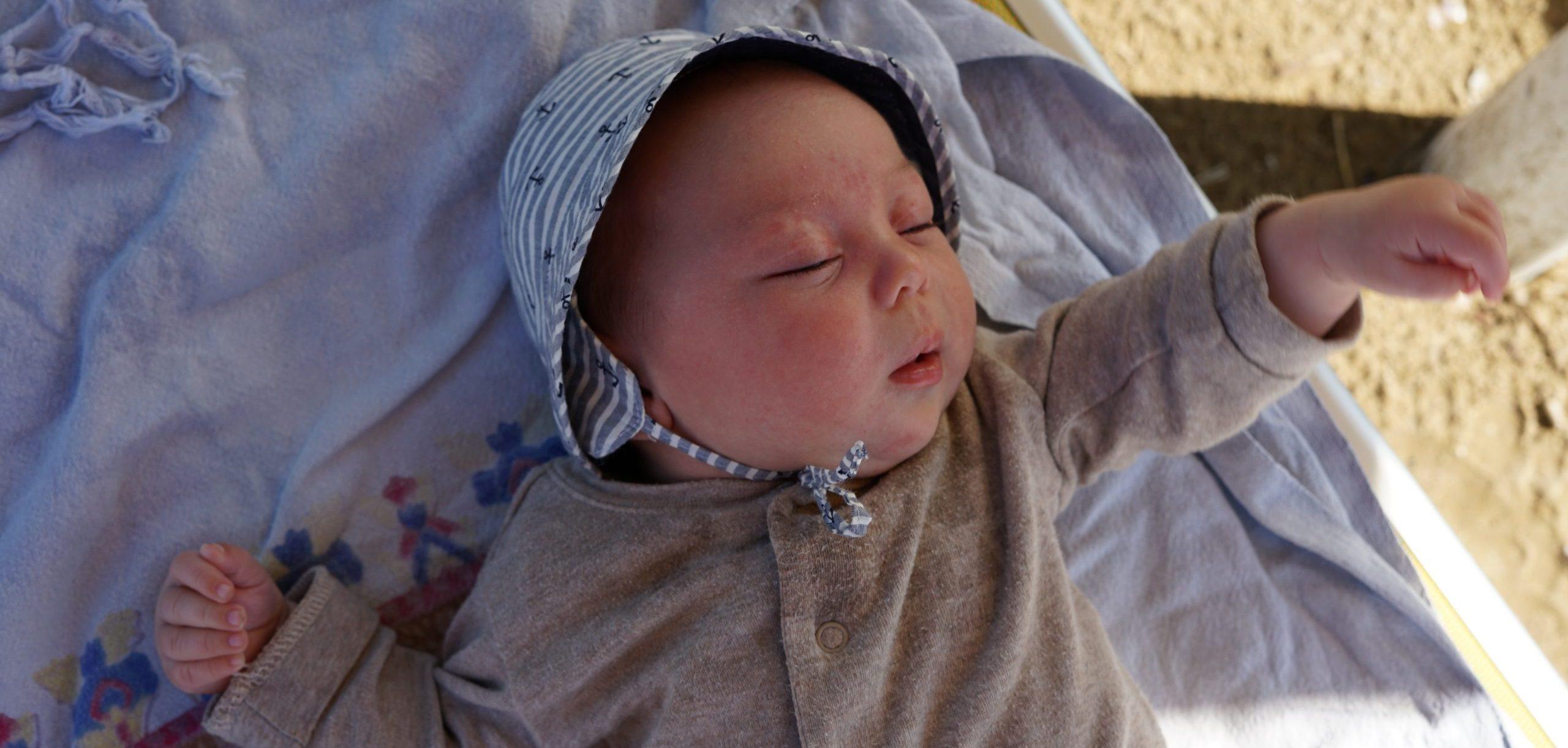 neonato al mare